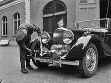 Paleis Soestdijk Interieurs en intern personeel. Bentley sportwagen van prins Be, Bestanddeelnr 901-8029.jpg