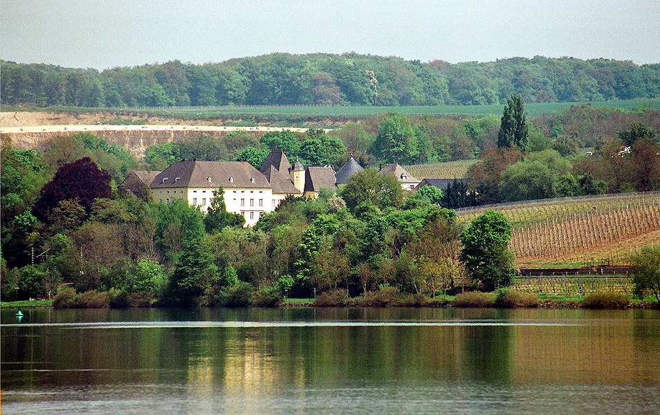 Palzem, view from Remich to the Thorn Castle