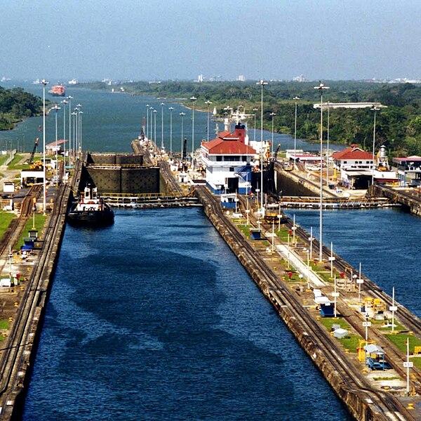 File:Panama Canal Gatun Locks (squared).jpg