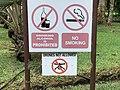 Panneau, pas de cigarette, pas d'alcool, pas de drone, jardin de Pamplemousses.jpg