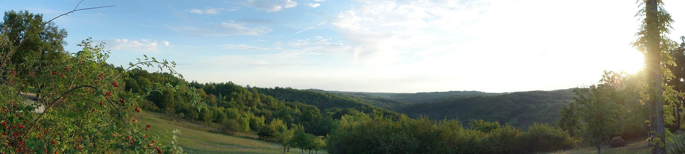 """Depuis le petit hameau dit """"Le Gignal""""... Un bel endroit..."""
