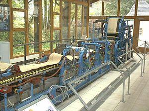 Langsiebpapiermaschine für den Laborbetrieb, aufgestellt von der Papierfabrik Stora Kabel im Hagener Freilichtmuseum