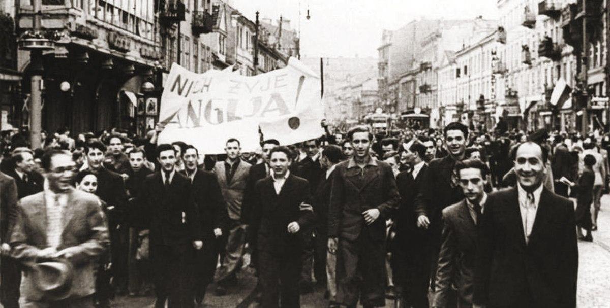 Резултат с изображение за Австралия обявяват война на Нацистка Германия.