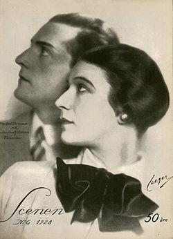 Per-Axel Branner mod Ester Roeck-Hansen i komedien Fanatiker.   Foto på omslaget til Scenen 1928.