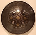 Persia, rotella, xix secolo, lega di acciaio con agemina d'oro.jpg