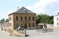 Photo N° 11820 Messincourt la Mairie et le monument en Hommage aux Morts pour la France.jpg