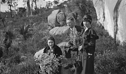 Picking wildflowers in Kalamunda Hills, 1924.jpg