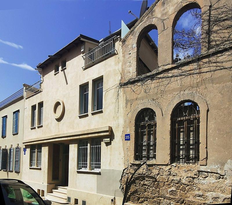 מבנים באמזלג 33-35 בתל אביב
