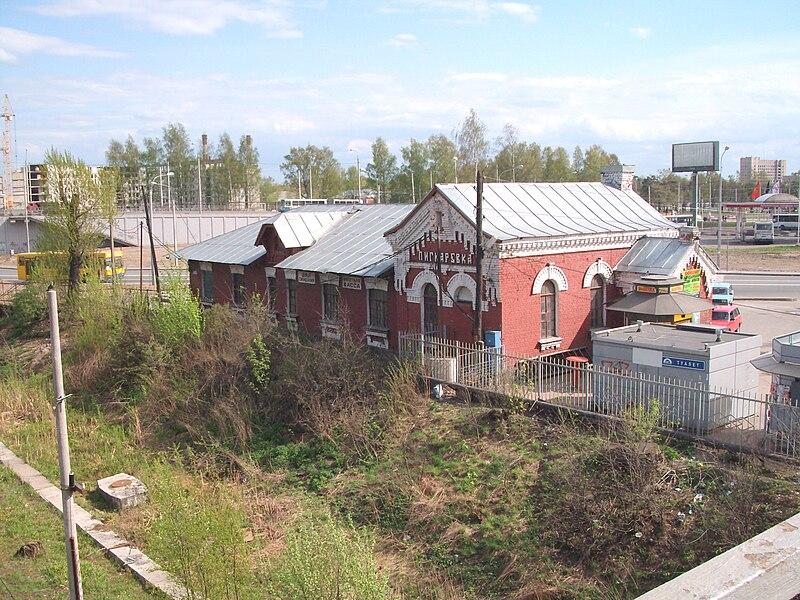 File:Piskarevka station old building.JPG
