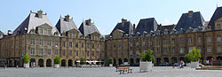 Place ducale Charleville 2.jpg