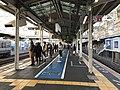 Platform of Maiko Station 2.jpg