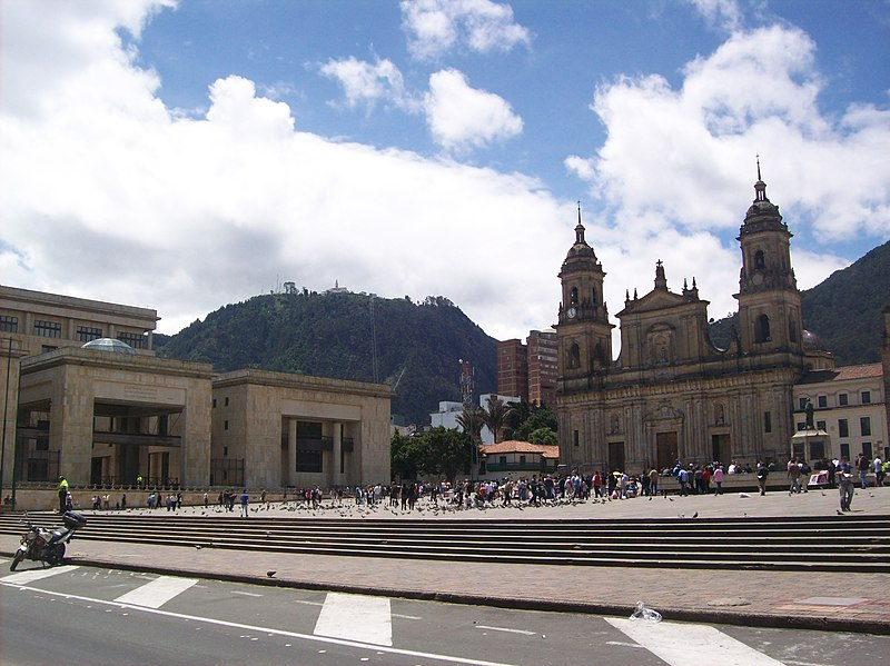 Archivo:Plaza Bolivar Monserrate.jpg