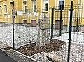 Pomník Josefa Horáka u školy ve Starých Křečanech (Q104983713) 01.jpg