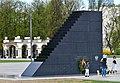 Pomnik Ofiar Tragedii Smoleńskiej w Warszawie 2018b.jpg