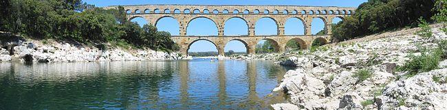 Pont du gard panoramique depinched.jpg