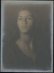Portrait of Indian-Hawaiian girl 1909.jpg