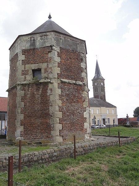 Prémont (Aisne) tour-pigeonnier