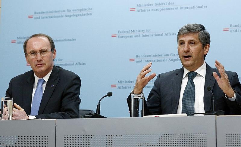 File:Pressekonferenz mit Othmar Karas (8631477066).jpg