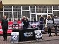 Protest stowarzyszenia Otwarte Klatki przeciwko branży futrzarskiej, Gniezno, listopad 2014 (cropped x2).jpg