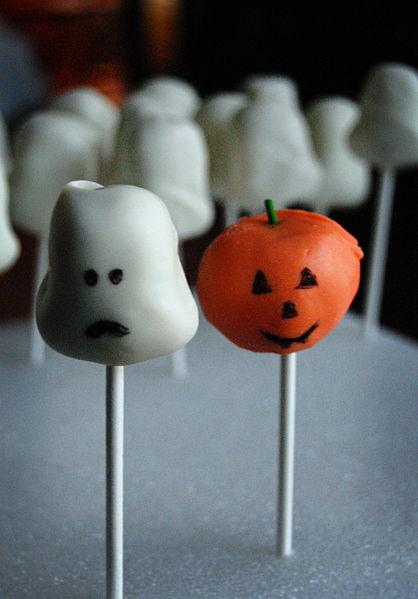 File:Pumpkin and ghost cake pops (4071641893).jpg