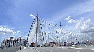 Seri Wawasan Bridge - Seri Wawasan: Forward stay cables anchored on outer edges of bridge deck