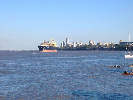 Río Paraná desde el Parque Alem 1.jpg