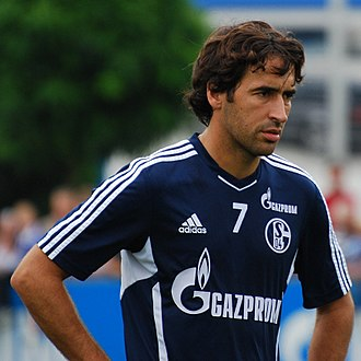 Raúl (footballer) - Raúl in a training session with Schalke 04 in August 2011