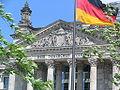 Reichstagsgebäude-mit-Flagge.JPG