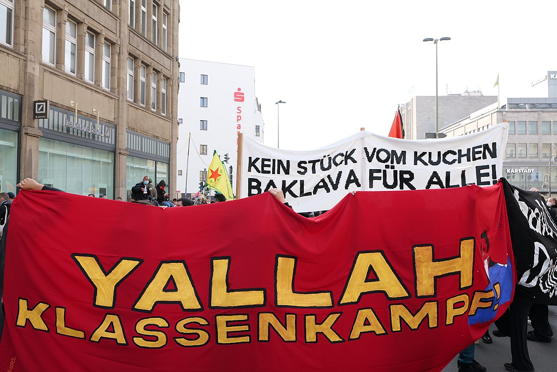 Revolutionary 1st may demonstration Berlin 2021 04.jpg