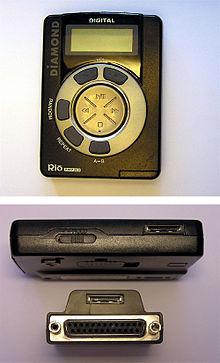2d272cdd3fe De onderste afbeelding toont de bovenkant van de mp3-speler (inclusief de  gepatenteerde connector) en de meegeleverde ...