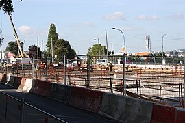 Road work above Highway A6B in Le Kremlin-Bicetre 2011 11.jpg