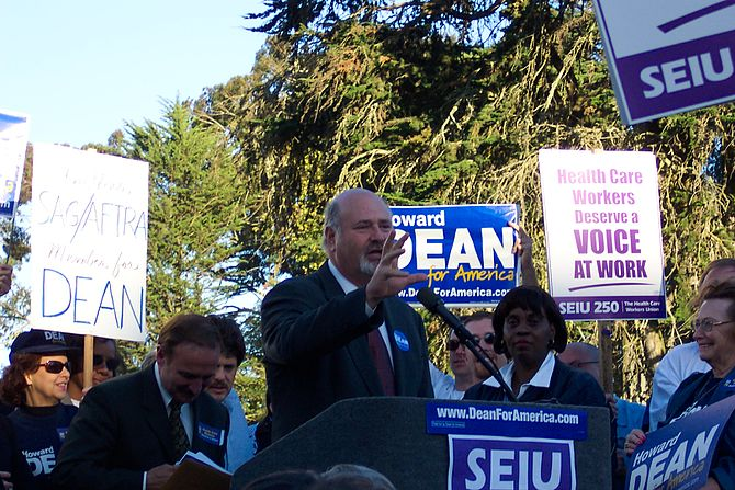 English: Rob Reiner speaking at a rally for pr...