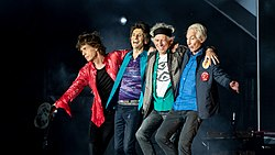 Rolling Stones bow post-show 22 May 2018 in London (41437870275).jpg
