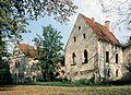 Ruiny dworu w Warcie Bolesławieckiej.jpg