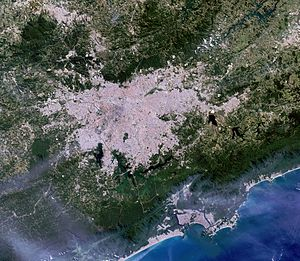 Water management in the Metropolitan Region of São Paulo - Satellite picture of São Paulo showing the Billing and Guarapiranga reservoirs completed surrounded by built-up areas.