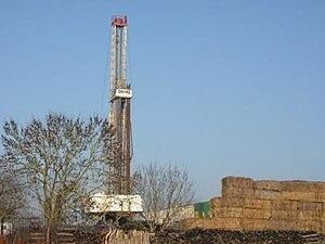 Français : puit de pétrole à Saint Martin de B...