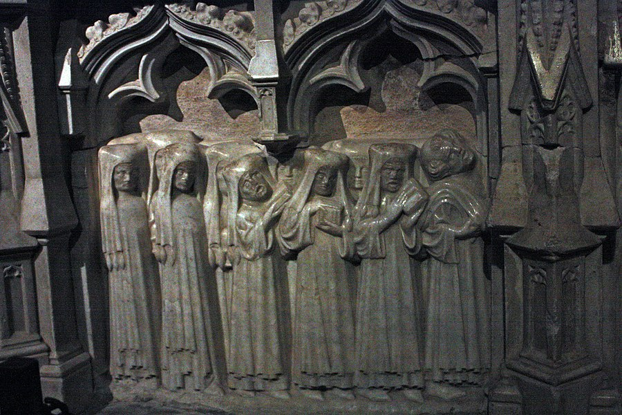 English:  Ecclesiastical funeral procession, panel of ornament in marble white applied on the funeral tank, in black marble, which overflows in the recumbent.