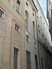 Dettaglio della facciata manierista su salita del Fondaco