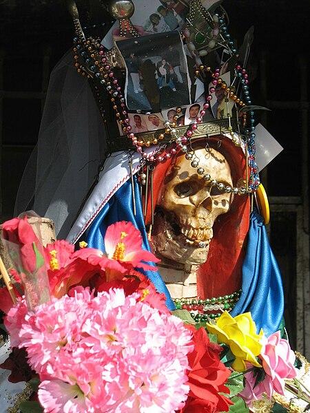 [Image: 450px-Santa-muerte-nlaredo2.jpg]