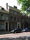 foto van Herenhuis met statige lijstgevel en schilddak