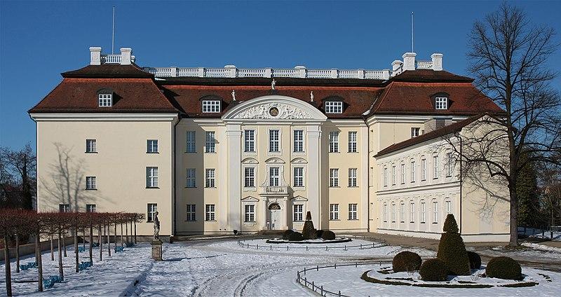 File:Schloss Koepenick Hofseite.jpg
