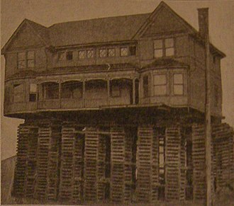 Structure relocation - Image: Seattle 1917 house on blocks