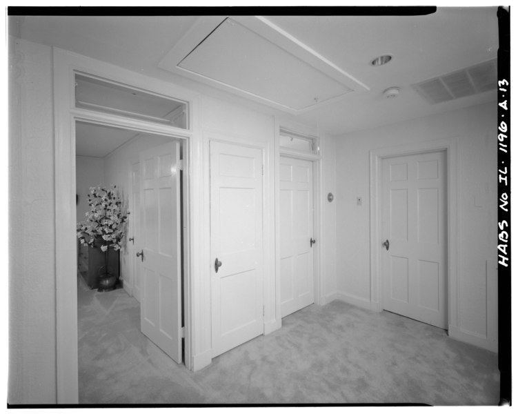 File:Second floor hall - Scott Air Force Base, General Officer Quarters, 229 Birchard Street, O'Fallon, St. Clair County, IL HAER ILL,82-OFAL,1-13.tif