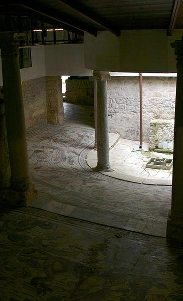 File:Semicircular atrium - Valle Romana del Casale - Italy 2015 (8).JPG