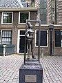 Sex worker statue Oudekerksplein Amsterdam.jpg