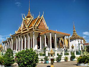Wat - Image: Silver Pagoda (1502645829)