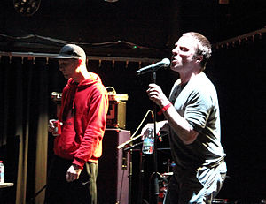 Sleaford Mods - Image: Sleaford Mods Less Playboy is More Cowboy 4, Le Confort Moderne, Poitiers (2013 06 08 20.01.18 by Xi WEG)