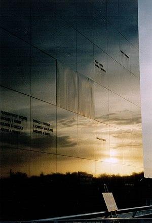 Space Mirror Memorial - Image: Space Mirror memorial 2003 2