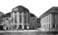Stadttheater Bremerhaven - Portal view with museum wing 1910.png