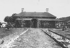 StateLibQld 1 119728 Gravel drive up to the front of St John's Wood in Ashgrove Brisbane.jpg